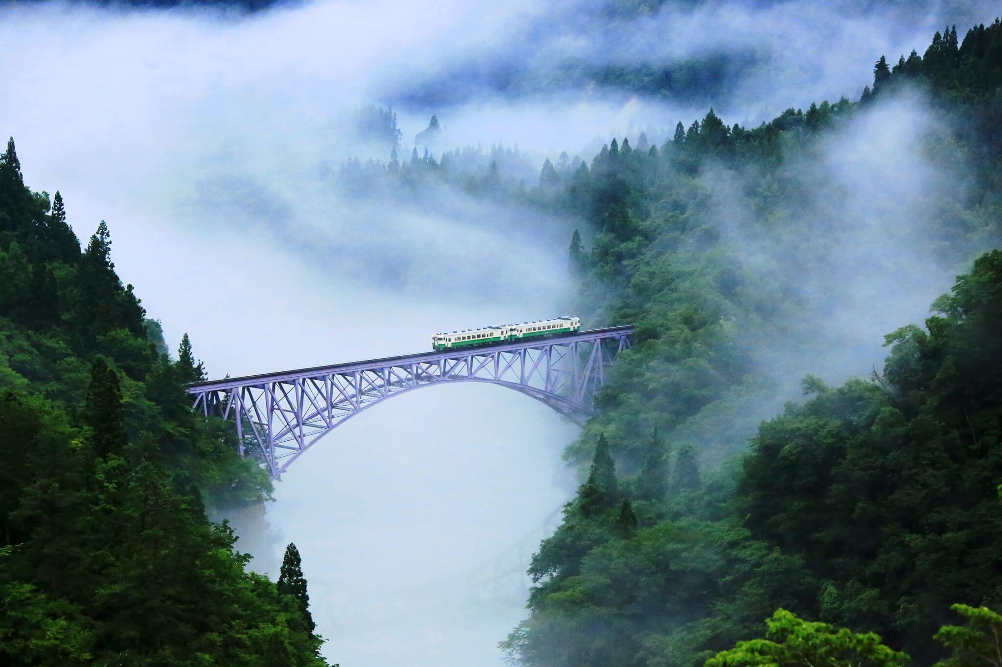 秘境奥会津を走る絶景鉄道「只見線」