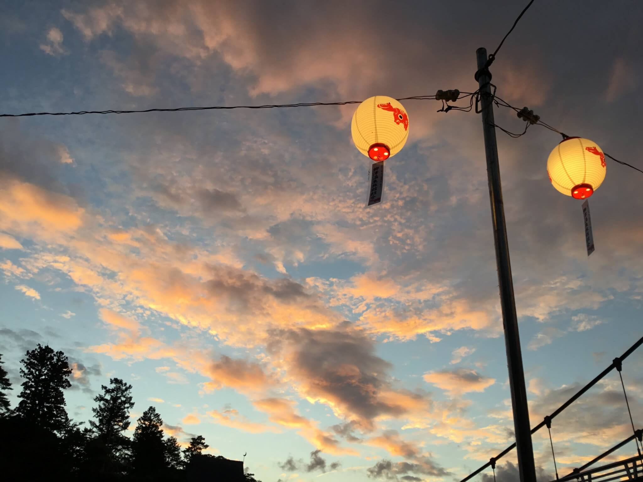 柳津を彩る赤べこ提灯